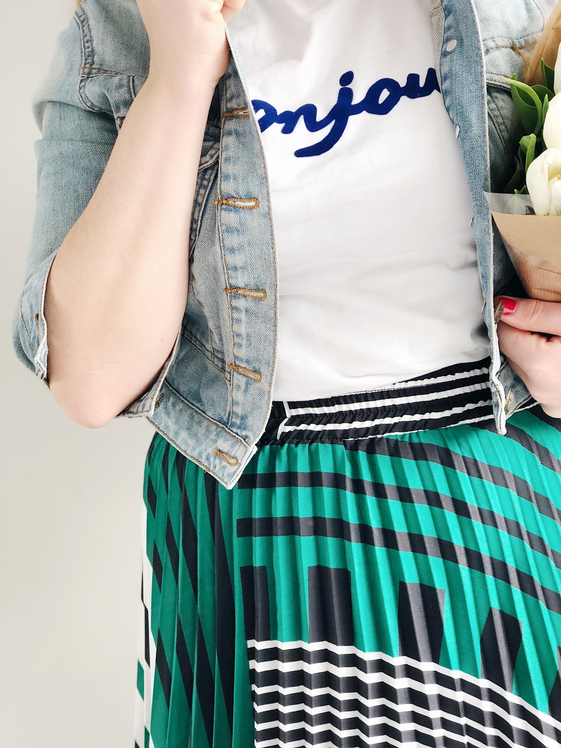 Spring Uniform   Spring Style   Pleated MIdi Skirt   Slogan T-shirt   Denim Jacket